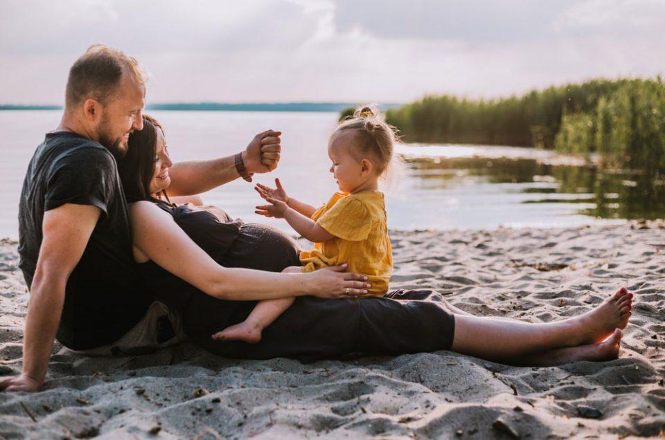 Hej lato! Czyli rodzinno-brzuszkowa sesja nad jeziorem.